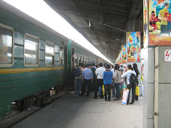 Vietnam: Railway sector slashes fares to woo passengers