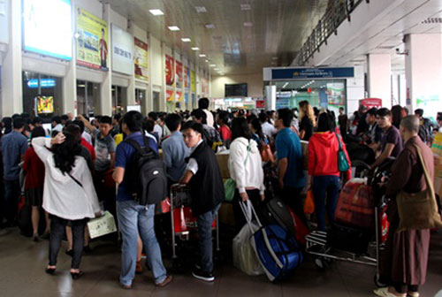 Tan Son Nhat Airport on verge of overloading
