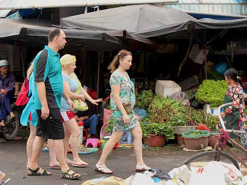 Russian tourists at Xom Moi market in Nha Trang City