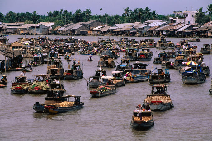 Floating-market-at-mekong-delta