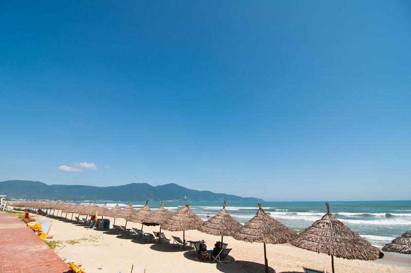 my-khe-beach-danang-03