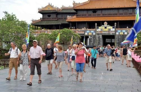 Foreign tourists happy with Vietnam's visa exemption policy